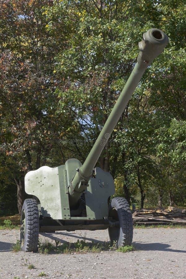 D-44 canhão anti-tanque divisionário no Parque Vitória na cidade de Vologda imagem de stock