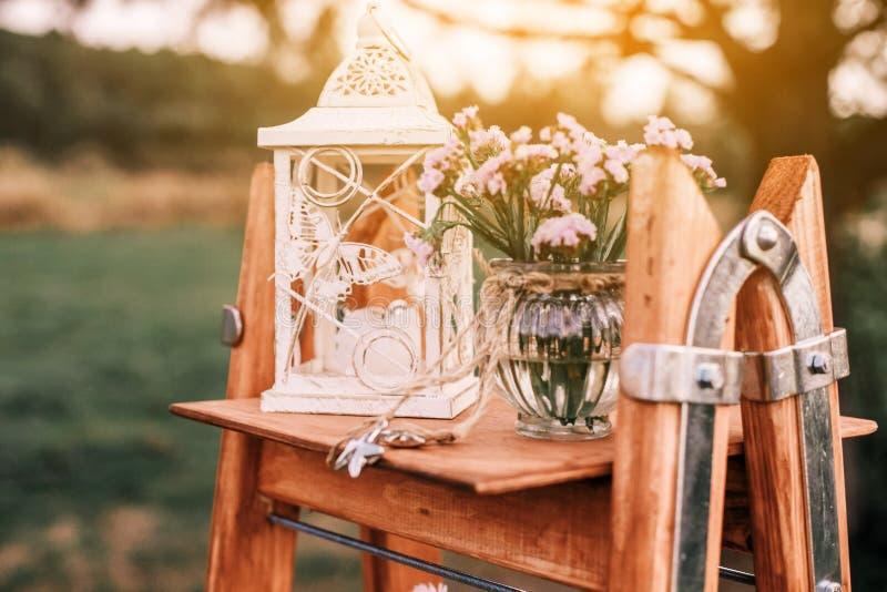 D?coration bienvenue fabriqu?e ? la main en bois de mariage Zone rustique de photo de mariage photographie stock