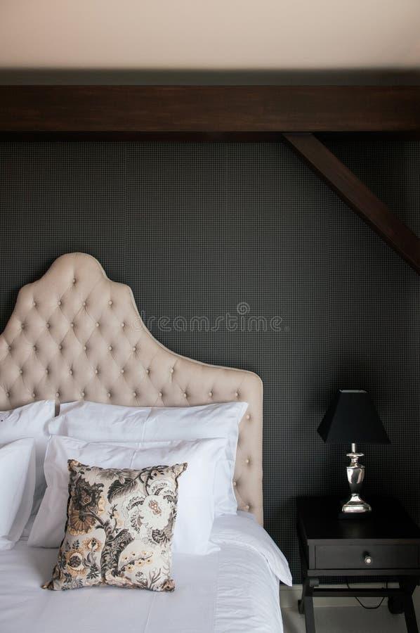D?coration confortable de chambre ? coucher de maison de pays de cru photographie stock libre de droits