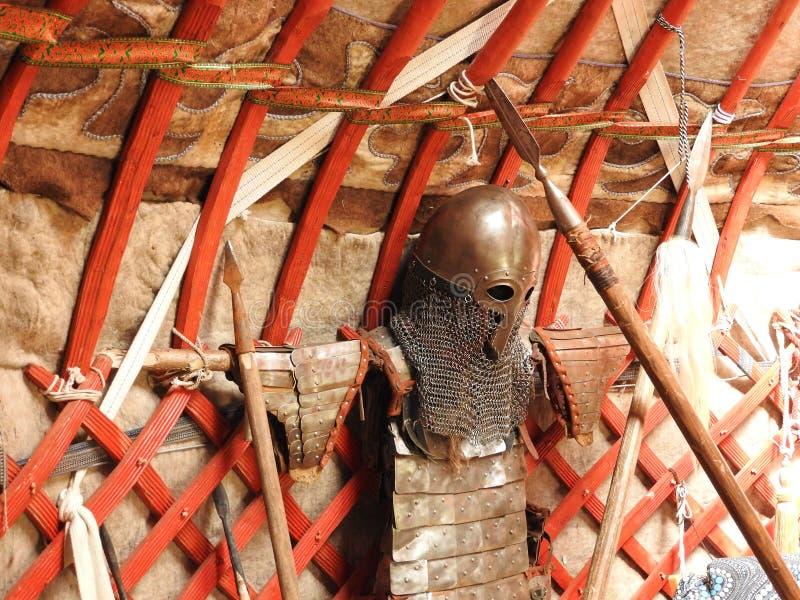 D?coration traditionnelle nationale du plafond et des murs du Yurt mongol Mod?les d'armure de cru La d?coration du Yurt photos stock