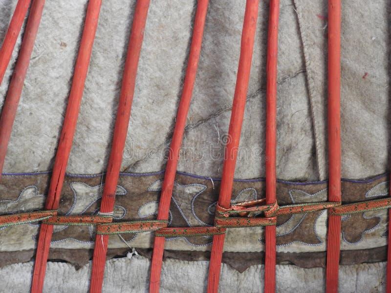D?coration traditionnelle nationale du plafond et des murs du Yurt mongol Mod?les d'armure de cru La d?coration du Yurt image stock