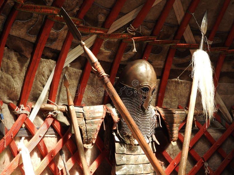 D?coration traditionnelle nationale du plafond et des murs du Yurt mongol Mod?les d'armure de cru La d?coration du Yurt images stock