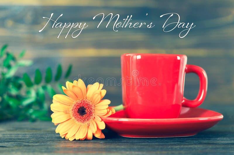 D?a de madres feliz Taza de margarita del café y del gerbera libre illustration