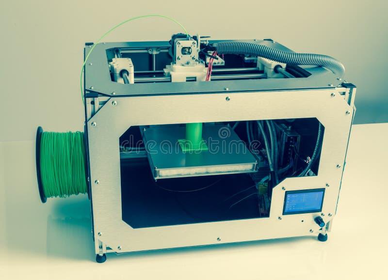 3d drukarka z jaskrawym - zielony drucik fotografia royalty free