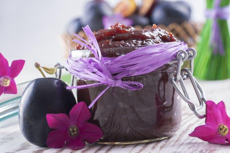 Download Dżem obraz stock. Obraz złożonej z violetta, roślina - 33402011