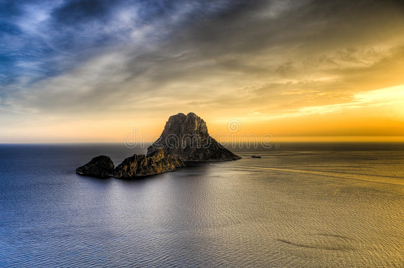 ¡ D'es Vedrà - Ibiza - roca de La photo stock