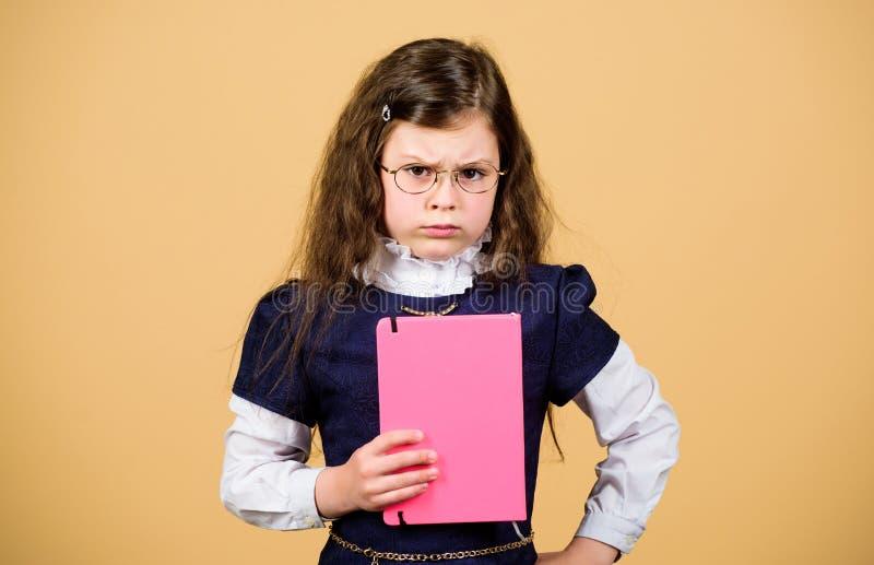 D?a escolar agotador Educación qué permanece después de que uno haya olvidado lo que ha aprendido uno la escuela De nuevo a escue imagenes de archivo