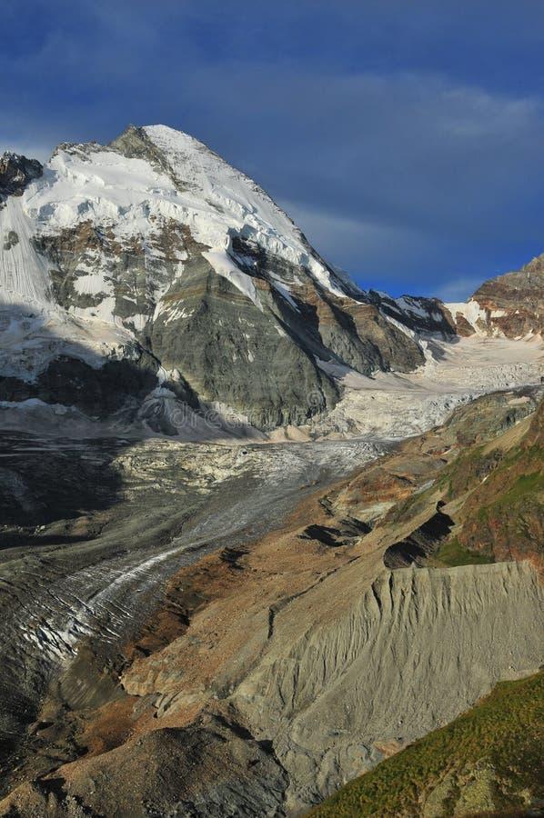 d'Herens de la abolladura y glaciar de Tiefmatten imagen de archivo