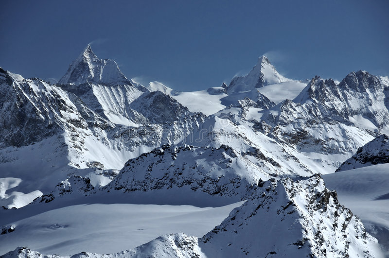 d'Herens dell'ammaccatura e del Matterhorn immagini stock