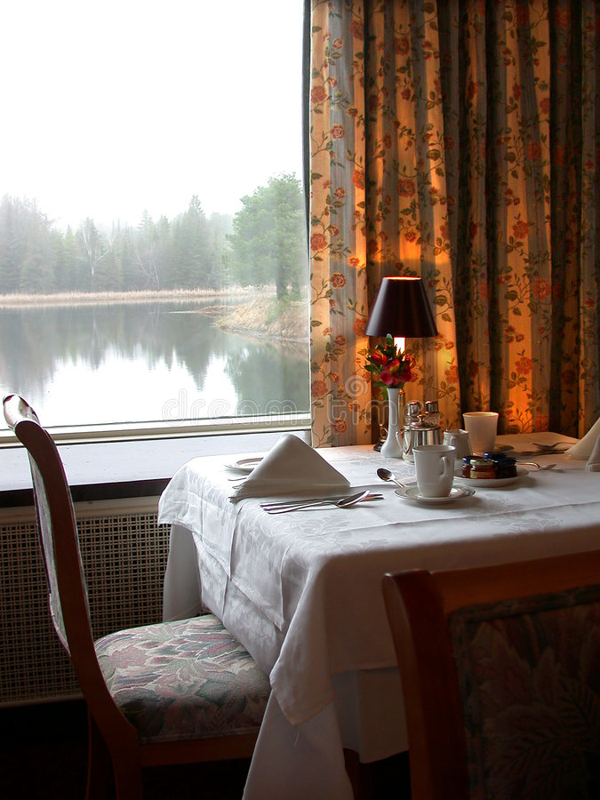 Download D-hotetabell arkivfoto. Bild av dining, formellt, lake, restaurang - 71540