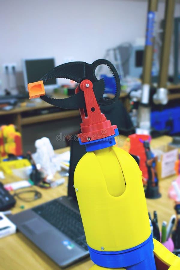 3D imprimiu a braçadeira do robô, suporte Manipulador plástico, máquina-instrumento robótico da mão impressa na impressora tridim fotografia de stock royalty free