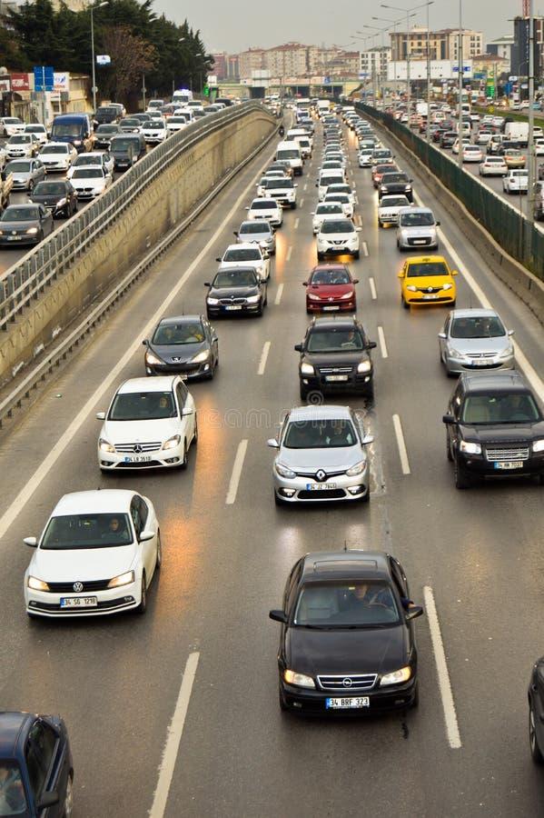 D100 Indyczy Istanbuł Bostanci autostrada, ruch drogowy jest bardzo ruchliwie obraz stock