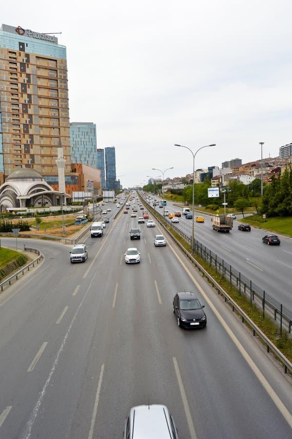 D100 Indyczy Istanbu? Kartal Cevizli autostrada, ruch drogowy no jest intensywna zdjęcie stock