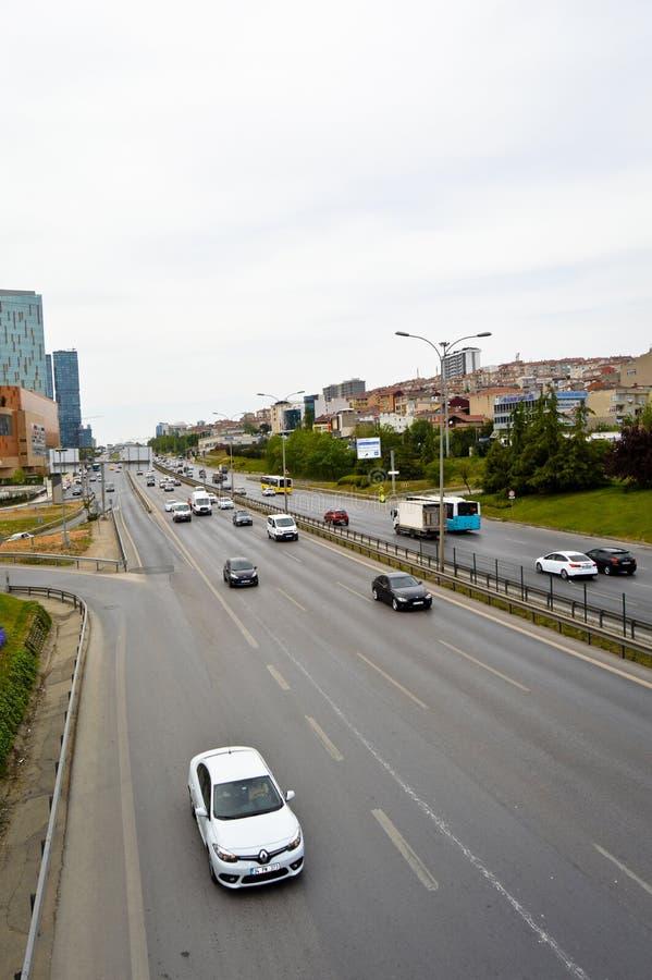 D100 Indyczy Istanbu? Kartal Cevizli autostrada, ruch drogowy no jest intensywna obraz stock