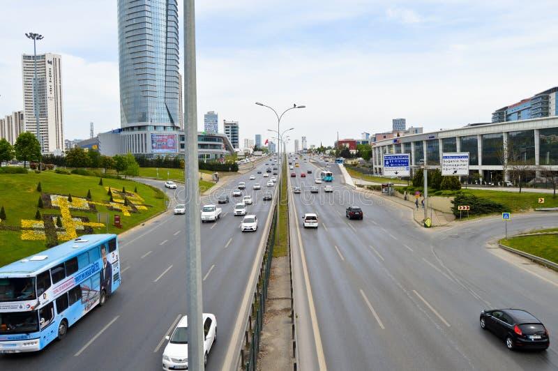 D100 Indyczy Istanbu? Kartal Cevizli autostrada, ruch drogowy no jest intensywna zdjęcie royalty free
