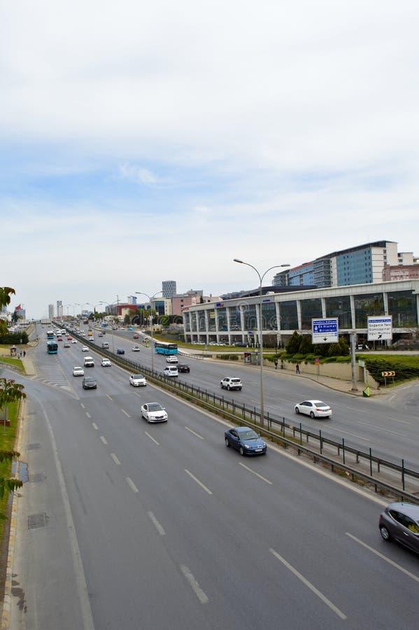 D100 Indyczy Istanbu? Kartal Cevizli autostrada, ruch drogowy no jest intensywna zdjęcia stock