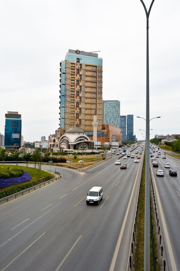 D100 la carretera Turqu?a Estambul Kartal Cevizli, tr?fico no es intensiva foto de archivo