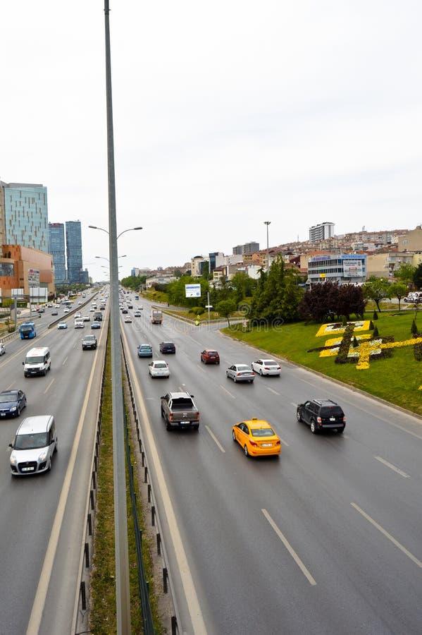 D100 la carretera Turqu?a Estambul Kartal Cevizli, tr?fico no es intensiva imagen de archivo