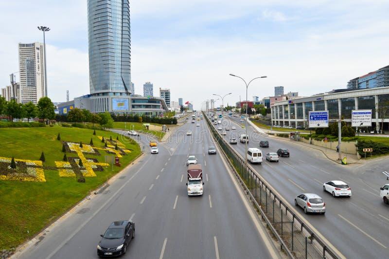 D100 la route Turquie Istanbul Kartal Cevizli, le trafic n'est pas intensive photographie stock libre de droits