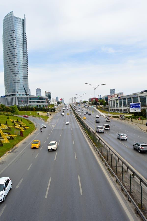 D100 la route Turquie Istanbul Kartal Cevizli, le trafic n'est pas intensive photos libres de droits