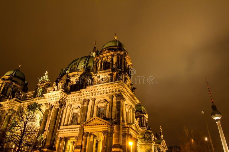 Dôme berlinois la nuit photographie stock