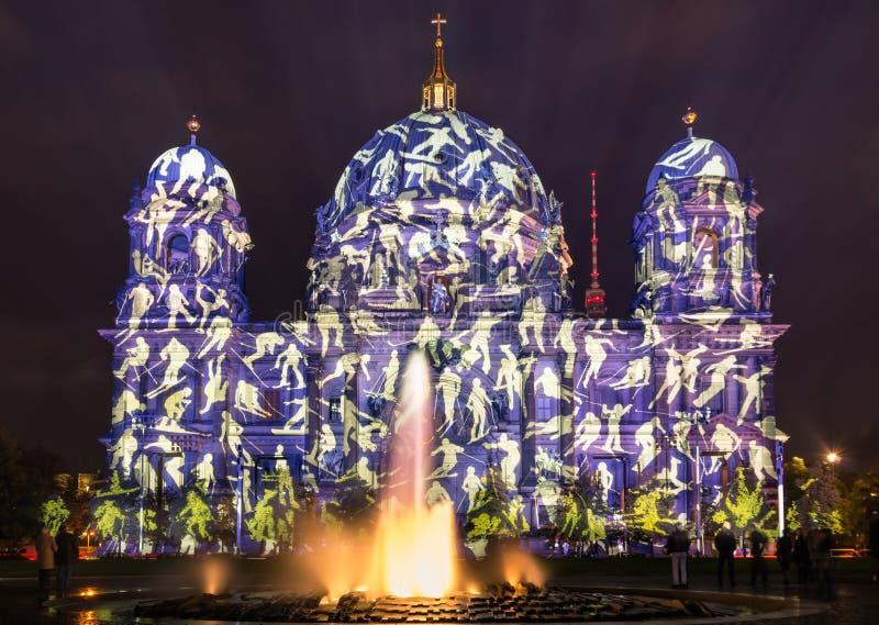 Dôme berlinois pendant le festival des lumières à Berlin photos libres de droits