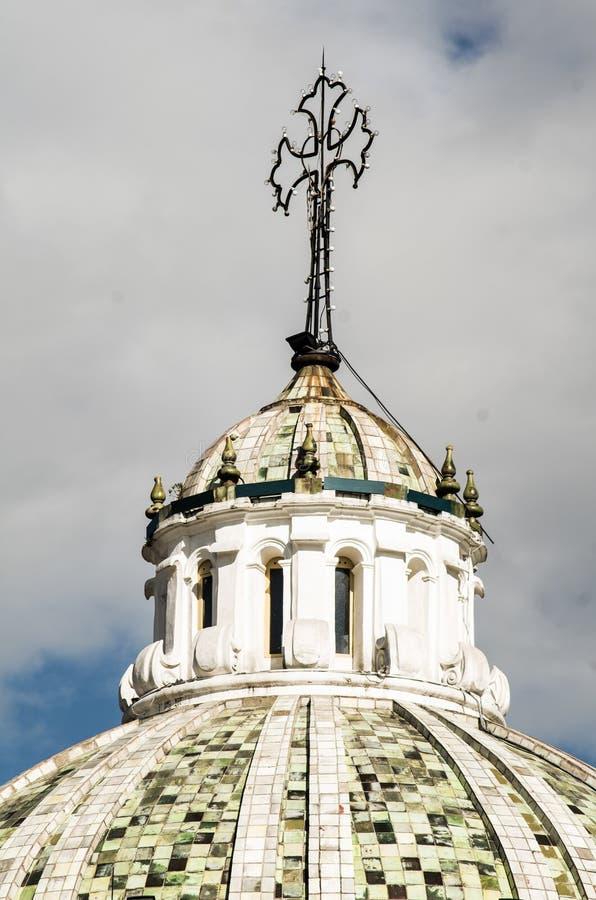 Dôme d'église de Compania de La dans des sud de Quito Equateur photographie stock