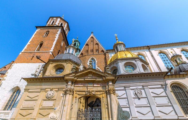 Dôme d'or de cathédrale de Cracovie (Cracovie) - Pologne Wawel photo stock