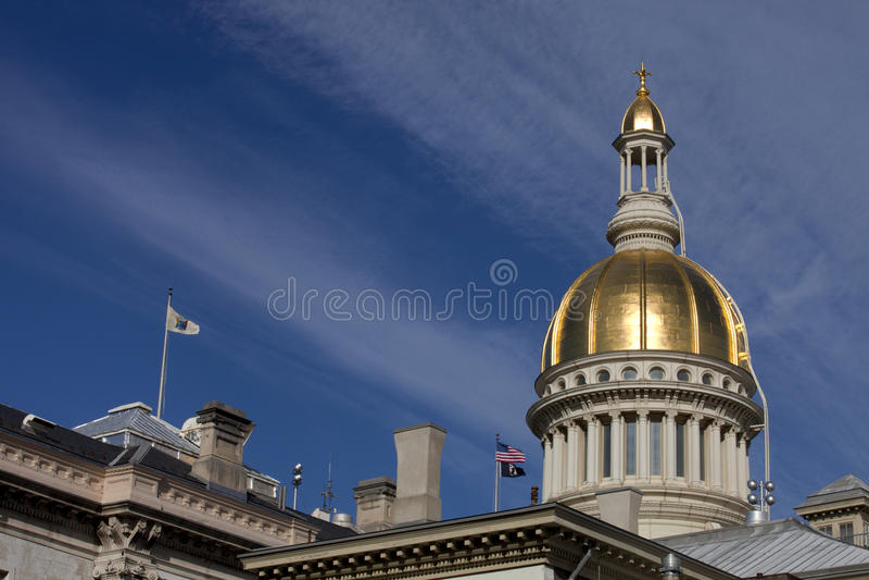 Dôme d'or du bâtiment de capitol d'état de New Jersey image stock