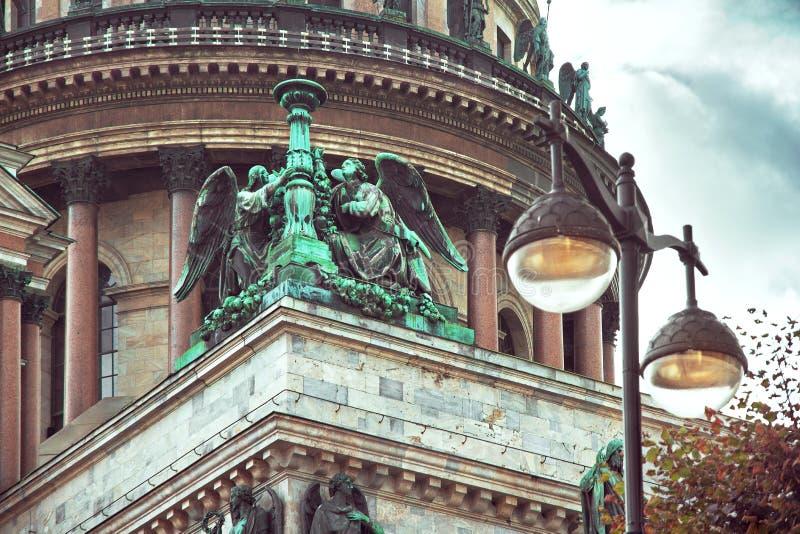 Dôme de cathédrale du ` s de St Isaac à St Petersburg, images libres de droits