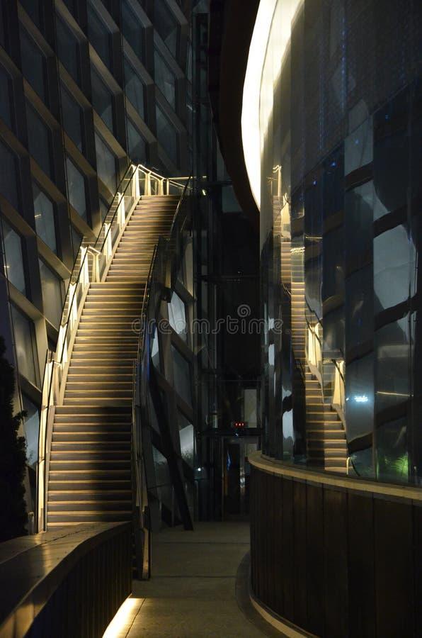 Dôme de fleur d'escalier, jardins par la baie photos libres de droits