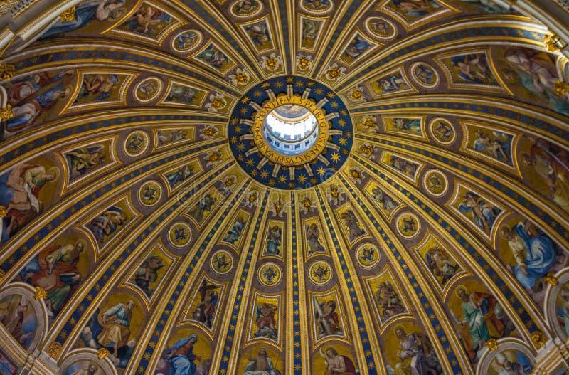 Dôme de saint Peters Basilica photographie stock