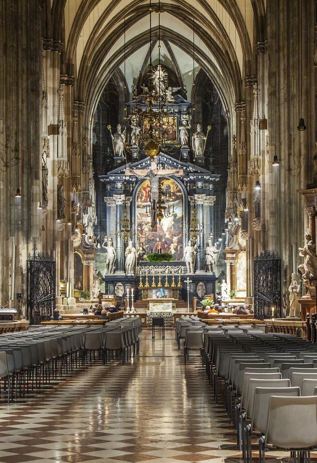 Dôme de Stephans à Vienne de l'intérieur images stock