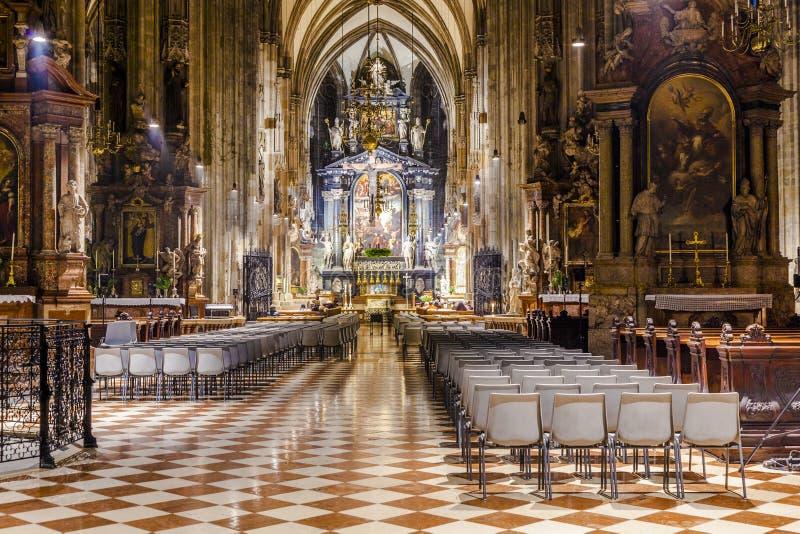 Dôme de Stephans à Vienne de l'intérieur image libre de droits