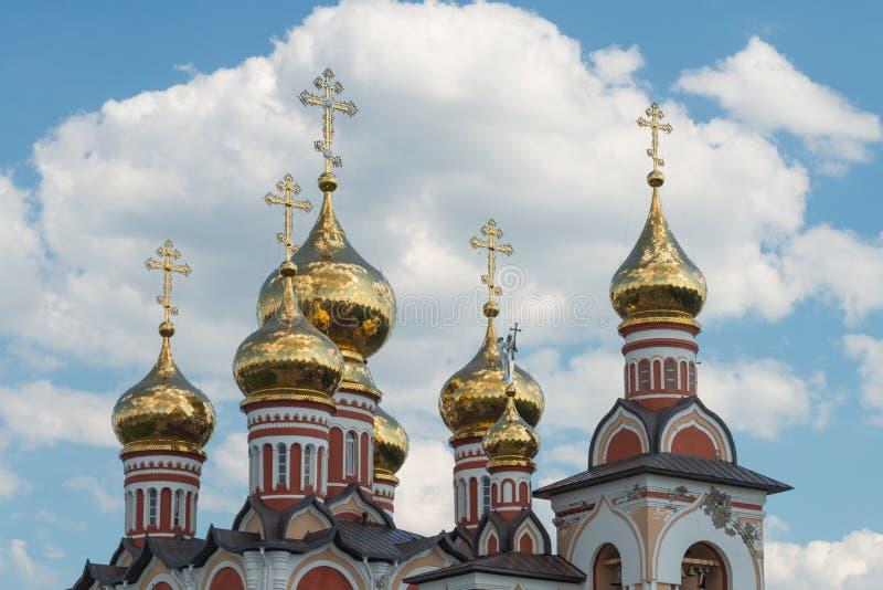 Dôme doré d'église images libres de droits