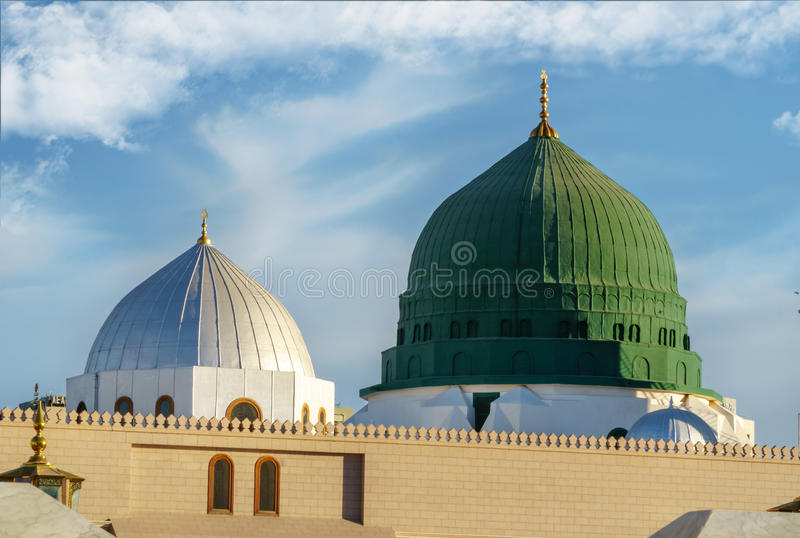Dôme et minarets de mosquée de nabavi image libre de droits