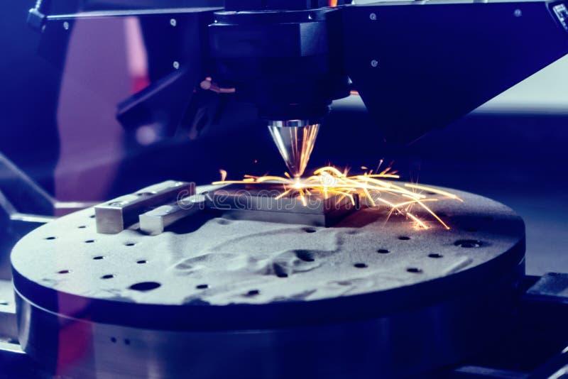 3D metalu drukarka produkuje stalową część zdjęcie royalty free