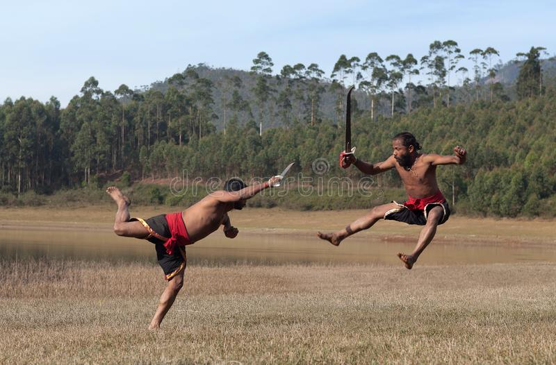 D?monstration matrimoniale d'art de Kalaripayattu au Kerala, Inde du sud photo libre de droits