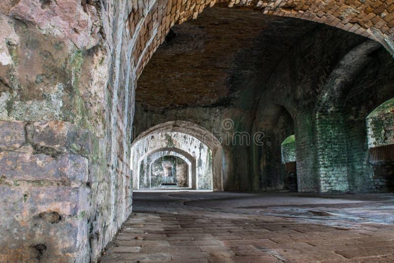D'où le tunnel mène ? photographie stock