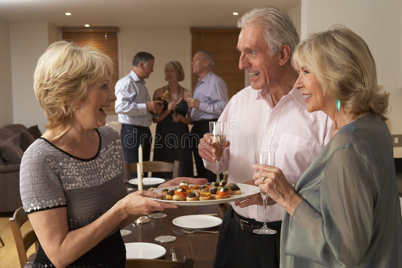 d obiadowych hors dzieeł partyjna porcja kobieta zdjęcia royalty free