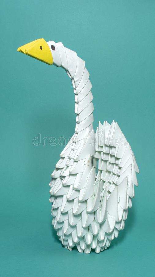 3D origami ptak w oceanu błękita tle zdjęcie stock