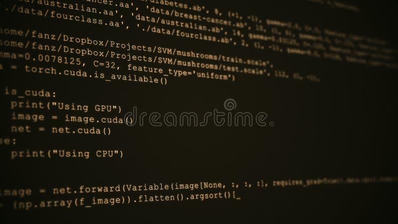3D que corta o córrego do fluxo de dados do código no sepia Tela com símbolos de datilografia da codificação foto de stock royalty free