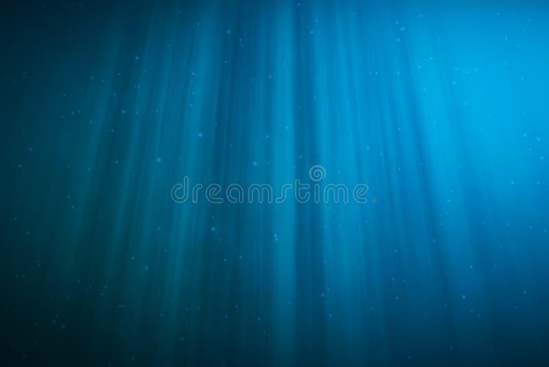3d que rende o underwater com raios de sol e no mar tropical profundo foto de stock royalty free
