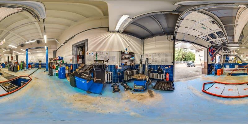 3D sferisch panorama met 360 graad het bekijken hoek van benzinestation met een hefboom Klaar voor virtuele werkelijkheid in vr V royalty-vrije stock afbeelding