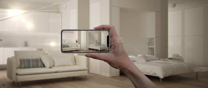 D? sostener el tel?fono elegante, uso de AR, simule los muebles y los productos del dise?o interior en el hogar real, concepto de stock de ilustración
