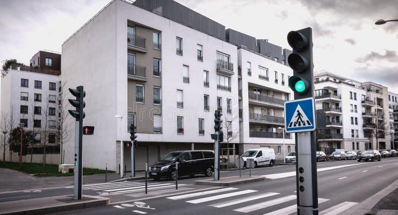 D?tail architectural d'un b?timent moderne r?cemment construit dans Issy les Moulineaux images stock
