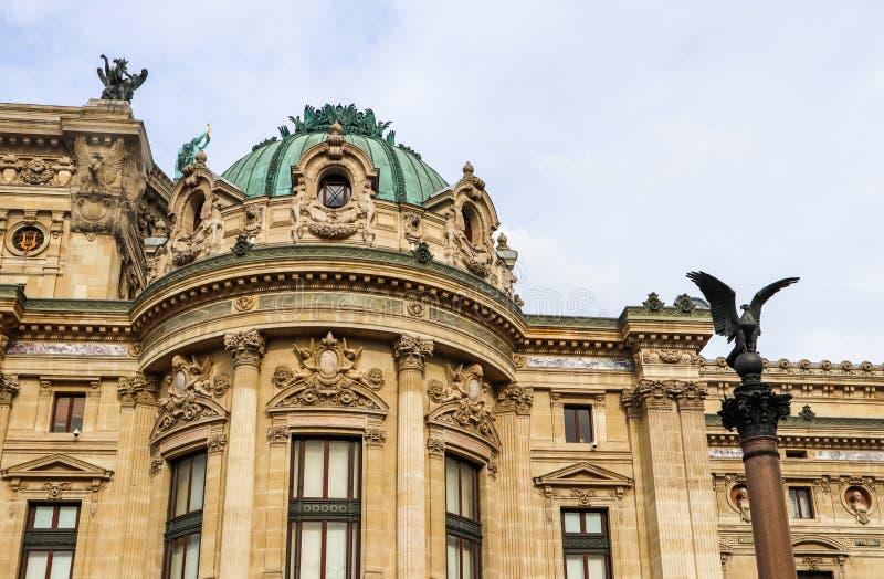 D?tails architecturaux de fa?ade de Palais Garnier d'op?ra de Paris france Avril 2019 photo stock