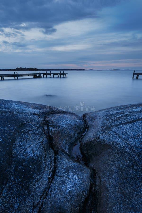 Download Długi Ujawnienie Szwedzki Archipelagu Krajobraz Z Falezami I Jetty Zdjęcie Stock - Obraz złożonej z skały, nabrzeżny: 53780868