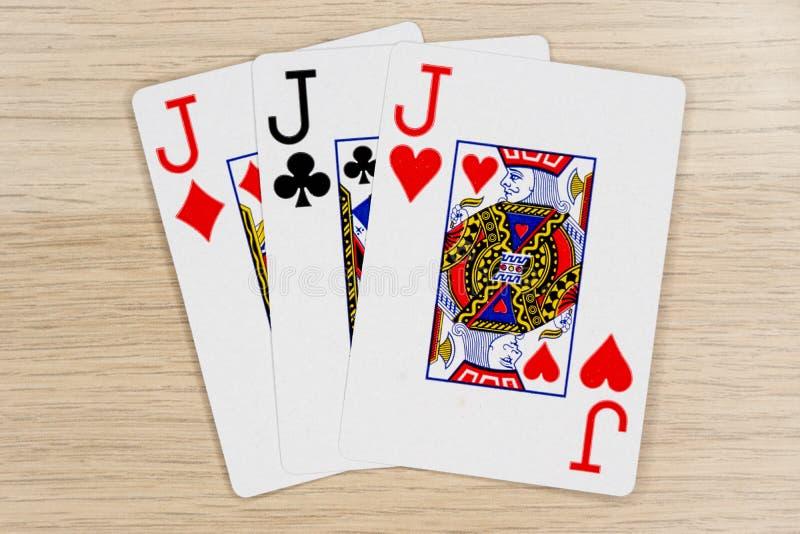 3 d'une sorte met sur cric - le casino jouant aux cartes de tisonnier photo libre de droits