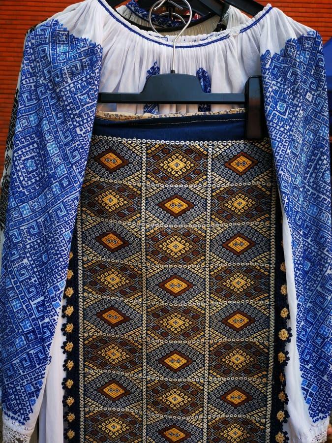 D.w.z. - traditionele Roemeense kleding voor vrouwen royalty-vrije stock fotografie